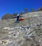 080729110916_Intensive_Care_Flight_Paramedic-Mt_Taylor_winch_1-ACT_Ambulance-Snowy_Hydro_SouthCare_Helicopter-www.ambulancevisibility.com-Kelly_Green